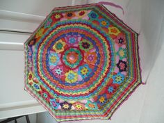 Paraplu omhaken Modern Crochet, Crochet Home, Crochet Crafts, Knit Crochet, Manta Crochet, Freeform Crochet, Crochet Embellishments, Festival Accessories, Yarn Bombing