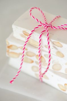 If you love sinking your teeth into sweet, nutty nougat, this Honey and Almond Nougat recipe is just for you. It's deliciously chewy and packed with honey flavour and crunchy almonds. Winter Desserts, Christmas Desserts, Christmas Baking, Fun Desserts, French Desserts, Fudge Recipes, Best Dessert Recipes, Candy Recipes, Sweet Recipes