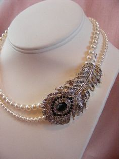 Gorgeous Peacock Feather inspired necklace. Perfect for a wedding!