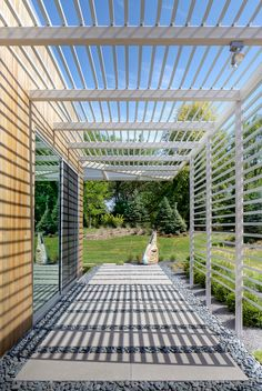 ack Architects designed the house to frame views of the surrounding landscape. The trellis offers shading and controls the amount of daylight that shines inside (and creates a dramatic passage along the house's perimeter).