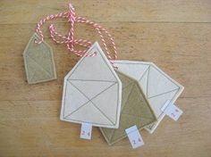 Inspiration: felt houses. Use as gift tags or decoration.