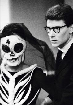 Yves Saint Laurent et une de ses créations pour Les Chants de Maldoror, ballet de Roland Petit Paris 1962