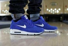 2014 cheap nike shoes for sale info collection off big discount.New nike roshe run,lebron james shoes,authentic jordans and nike foamposites 2014 online. Nike Trainer, Tenis Nike Air Max, Basket Sneakers, Nike Free Shoes, Nike Shoes Outlet, Air Max Sneakers, Shoes Sneakers, Chunky Sneakers, Black Sneakers