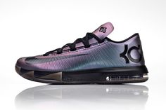 "Invisibility Cloak style, Nike iD has added a ""chroma"" (iridescent) option to the KD VI. The build adds a color changing quality to the look of the sneaker Fly Shoes, Cute Shoes, Me Too Shoes, Addias Shoes, Nike Kd Vi, Nike Id, Nike Basketball Shoes, Sports Shoes, Tennis"