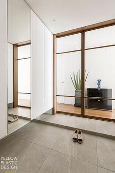 신반포팰리스 42평 아파트인테리어_우드향기가 번지는 집 [옐로플라스틱, 옐로우플라스틱, yellowplastic] : 네이버 블로그 Zen Design, Modern House Design, House Doors, House Entrance, Home Door Design, Muji Home, Apartment Entrance, Entry Hallway, Foyer