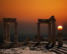 Sunset in Athens Greece The Doric Temple of Athena Lindia, dating from about 300 BC in Lindos, Island of Rhodes, Greece. Places Around The World, Oh The Places You'll Go, Places To Visit, Beautiful Sunrise, Athens Greece, World Best Photos, Ancient Greece, Greece Travel, Greek Islands
