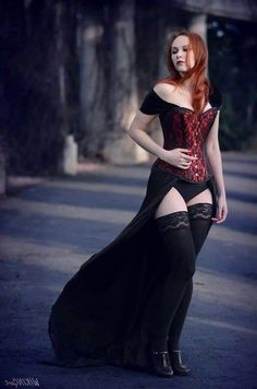 For the men and women who like to dress in gothic fashion clothes and Niknaks, one must always try to appear as exclusive as possible. This means checking the latest available mo Gothic Steampunk, Steampunk Fashion, Gothic Fashion, Gothic Chic, Goth Beauty, Dark Beauty, Tsuyu Cosplay, Hot Goth Girls, Goth Women