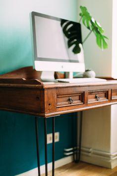 Et pourquoi ne pas récupérer ce qui ne sert plus à rien et en faire quelque chose ! La récup ou le « do It You self », est la nouvelle tendance déco pour donner de la personnalité à une pièce. Voici 10 idées récup' pour décorer un salon… #upcycling #recyclage #vintage #deco #ecoresponsable #recycle #diy #decoration #recycling #recup #ecofriendly #homedecor #upcycle #bois #inspiration #ecodesign Diy Furniture Projects, Paint Furniture, Furniture Makeover, Furniture Decor, Diy Furniture Restoration, Country Furniture, Home Office Design, Ikea Hack, Decoration