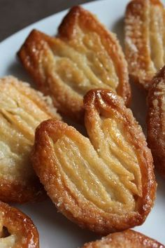 Palmier (Elephant Ear) cookies by Ina Garten – www.fancycasual… – Valentine's Day Desserts Français, Delicious Desserts, Yummy Food, Health Desserts, Puff Pastry Recipes, Cookie Recipes, Phyllo Dough Recipes, Puff Pastry Desserts, Puff Pastries