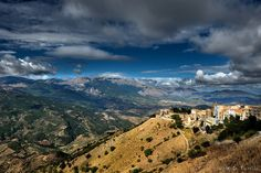 madonie_mountains_2__sicily__by_rebelblues-d5fj1pk.jpg (1095×729)