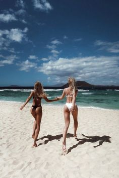 Bikinis friend beach pictures, beach poses with friends, beach pics, The Beach, Beach Bum, Summer Beach, Summer Vibes, Bikini Beach, Beach Hair, Summer Travel, Holiday Travel, Summer Photos