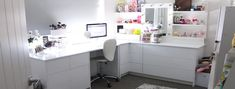 This be really pretty and fun to have my computer and make up area together like that hopefully I can one day. :)