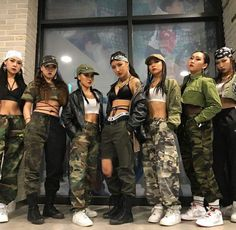 Best DIY Group Halloween Costumes for your girl squad - Hike n Dip - - Check out the best Group Halloween Costume ideas perfect for college Halloween parties. These Halloween Costumes for 3 are perfect for girls & also womens. Girl Group Halloween Costumes, Costumes Kids, Pirate Costumes, Woman Costumes, Mermaid Costumes, Couple Costumes, Adult Costumes, Vampire Costumes, Teen Girl Costumes