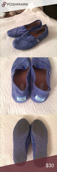 TOMs faded blue shoes slip ons - size 7.5 TOMs unique faded blue slip on shoes. The style is faded, not from wear. They are very soft and comfortable. Worn a few times, with some wear on the soles and the felt inside, but great condition still. Size 7.5 TOMS Shoes Flats & Loafers