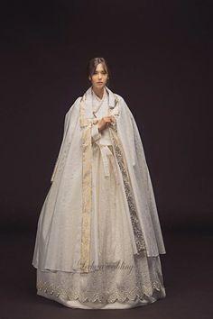 "Korean traditional dress ""Hanbok"" studio and wedding dress boutique located in Los Angeles, CA. Korean Traditional Dress, Traditional Wedding Dresses, Traditional Fashion, Traditional Outfits, Korean Dress, Korean Outfits, Hanbok Wedding, Modern Hanbok, Korean Wedding"