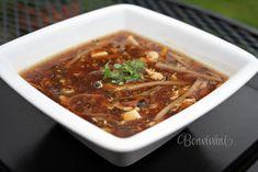 V celej Ázii je nespočetné množstvo receptov na túto známu polievku. Polievka je sýta a má špecifickú chuť. Raz za čas sa urobiť si jedlo s takýmto ázijským nádychom oplatí :) Soup Recipes, Cooking Recipes, Chili, Grilling, Food And Drink, Keto, Tasty, Lunch, Ethnic Recipes
