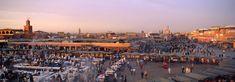 MARRAKECH  La llamada Ciudad Roja, con los laberintos de sus zocos, sus murallas almorávides, sus regateos y palmerales y, sobre todo, con la explosión de vida y de talento que rezuma cada noche la plaza de Djemaa El Fnaa