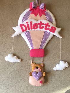 """Fiocco nascita mongolfiera Una mongolfiera molto molto """"sweet"""" trasporta una tenera orsetta per annunciare la nascita di una dolcissima principessina."""