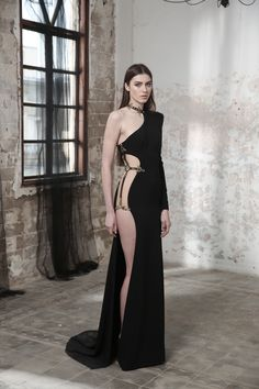 Black Pearl is a new collection of Haute Couture Evening gowns by the Israeli bridal and evening haute couture designer Galia Lahav. Elite Fashion, High Fashion, Fashion Beauty, Fashion Show, Fashion Tips, Fashion Websites, Classy Fashion, Fashion 2018, Fashion Fashion