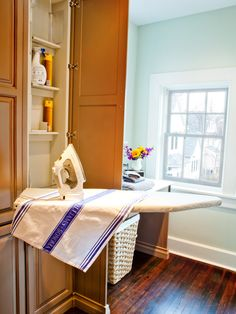 Traditional Laundry Room Small Laundry Room Design, Pictures, Remodel, Decor and Ideas - page 39