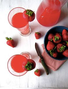 Please use a cupsy with this delicious drink--Strawberry Wine Punch: 1 bottle chilled Moscato - 1 10 oz can frozen Bacardi Strawberry daiquiri mix, thawed - liter lemon-lime soda, chilled - fresh strawberries for garnish Strawberry Daiquiri Mix, Strawberry Wine, Strawberry Cocktails, Summer Drinks, Fun Drinks, Alcoholic Drinks, Party Drinks, Mixed Drinks, Party Party
