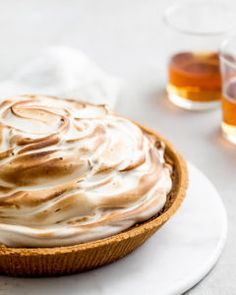 Pumpkin time specialty: pumpkin cheesecake with maple bourbon meringue. Easy Desserts, Delicious Desserts, Dessert Recipes, Pumpkin Dessert, Pumpkin Cheesecake, My Recipes, Sweet Recipes, Food Test, Canned Pumpkin