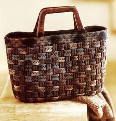 Risultati immagini per yoko saito projects Japanese Patchwork, Japanese Bag, Japanese Quilts, Patchwork Bags, Quilted Bag, Quilted Handbags, Yoko Saito, Fabric Bags, Fabric Basket