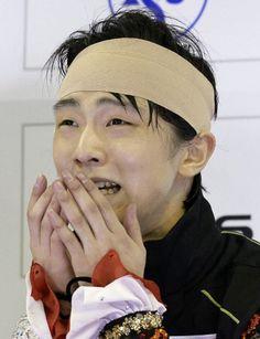 Yuzuru HANYU 羽生結弦 強行出場したフリーの演技を終え、採点に感極まる2位の羽生結弦=上海(共同)