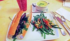 O sanduíche de carne do Be Our Guest Restaurant, no Magic Kingdom, estava delicioso