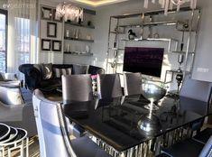Aynalı parçalar, göz alıcı aksesuarlar. Cansu hanımın salonu..   Ev Gezmesi Living Spaces, Living Room, Real Estate Sales, House Goals, Present Day, House Prices, Decoration, Home Accessories, Architecture Design