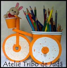 Reciclagem - bicicleta - pote de margarina,palito de picolé, copo descartável