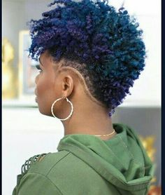 Para when cacheadas at the crespas, dormir sem desmanchar operating-system cachos parece Natural Hair Short Cuts, Short Natural Haircuts, Tapered Natural Hair, Short Hair Cuts, Natural Hair Styles, Baby Hai, Shaved Hair Designs, Tapered Haircut, Afro Hairstyles