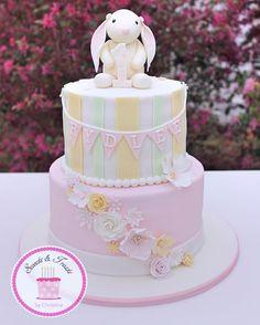 A vintage bunny cake for a first birthday #somebunnyisone #firstbirthday…