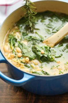 Spinach Soup Spinach and White Bean Soup - A healthy and hearty, comforting soup - chock full of fresh spinach, white beans and orzo pasta - made in less than 30 min! Soup Recipes, Vegetarian Recipes, Dinner Recipes, Cooking Recipes, Healthy Recipes, Healthy Soups, Vegetarian Barbecue, Barbecue Recipes, Vegetarian Cooking