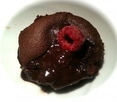 Sinner Sunday: warm chocoladecakeje met lopende chocolade en frambozen