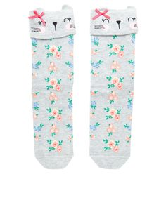 Our super-cute Rosie socks are adorned with fold-down rabbit cuffs, and patterned with ditsy florals.