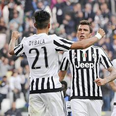 Super @mariomandzukic_official celebrates with La Joya after doubling our lead in Turin. #FinoAllaFine #ForzaJuve #InstaJuve #JuveToday #JuveAtalanta