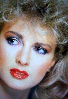 makeup Npady pro mdn make-up rty 1980 Makeup, 80s Makeup Looks, Retro Makeup, Vintage Makeup, Vintage Beauty, 80s Eye Makeup, 80s Aesthetic, Aesthetic Makeup, Style Année 70