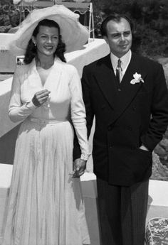 Rita Hayworth and Ali Khan on their wedding day in Valluris