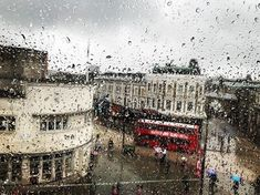Rainy Easter | Camden Town . London | 30 March 2018 | www.ericadezonne.com