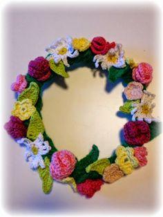 Stick och virka!: Virkad midsommarkrans! Crochet Wreath, Crochet Flowers, Creative Crafts, Diy And Crafts, Crochet Wall Art, Little Shop Of Horrors, Wonderful Flowers, Flower Patterns, Making Ideas