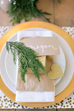 one of our FAVORite wedding table settings with a wedding favor treat