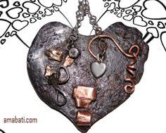 bijou fantaisie coeur en métal, art singulier : Pendentif par amabati
