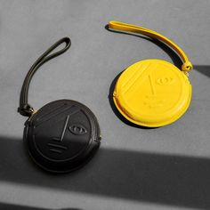 Yellow Phase / Black Eclipse Round Coin Purse | Matter Matters Leather Gifts, Leather Clutch Bags, Leather Purses, Leather Wallet, Leather Totes, Handmade Leather, Ideas Hogar, Coin Purse Wallet, Pouch
