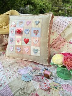 Sewing Cushions HenHouse - High quality and beautiful bedding covers, duvets, sheets and pillow cases for zen mood in your bedroom. Applique Cushions, Cute Cushions, Patchwork Cushion, Sewing Pillows, How To Make Pillows, Quilted Pillow, Patchwork Heart, Chair Cushions, Heart Cushion