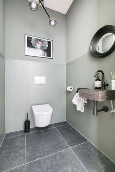 Funda finds: een licht appartement met veel contrast in Den Haag - Roomed House Elements, New Toilet, Small Toilet Room, Small Toilet, Toilet Decoration, Painting Bathroom, Bathroom Design Small, Bathroom Inspiration, Downstairs Toilet