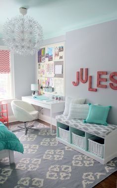 Instead of Mint do lavender ceiling and bedding with grey walls