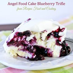 Angel Food Cake Blueberry Trifle ģ- Recipes Food and Cooking Angel Food Cake Trifle, Angel Food Cake Desserts, Köstliche Desserts, Delicious Desserts, Plated Desserts, Blueberry Trifle, Blueberry Recipes, Angel Cake, Mousse