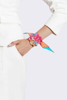 Silk Philosophy silk twilly. Scaf bracelet. Silk bracelet. Wrist  ☂ᙓᖇᗴᔕᗩ ᖇᙓᔕ☂ᙓᘐᘎᓮ http://www.pinterest.com/tereteguiscarf.