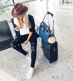 NEW STUNNING INSPIRATION - AirPort mode  via @stylaholik Picture skopljak #howtochic #ootd #outfit
